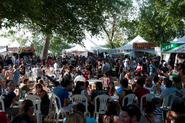 Peu d'événements de dégustation de bières se déroulent dans un cadre aussi... (Photo tirée du site de Bières et saveurs de Chambly)
