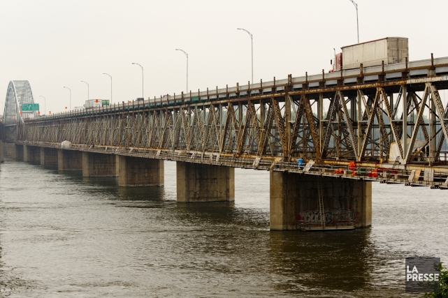 Le pont Mercier sera complètement fermé à la circulation en direction de la... (PHOTO DAVID BOILY, LA PRESSE)