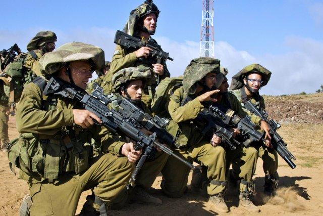 Les soldats rappelés, en nombre limité, sont rattachés... (PHOTO JACK GUEZ, ARCHIVES AFP)