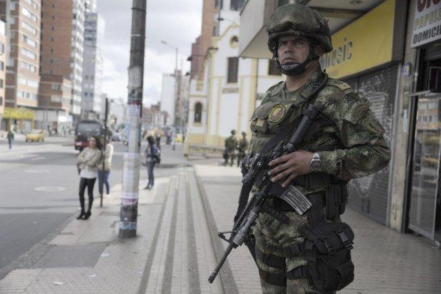 Un total de 50000 soldats seront également déployés... (PHOTO EITAN ABRAMOVICH, AFP)