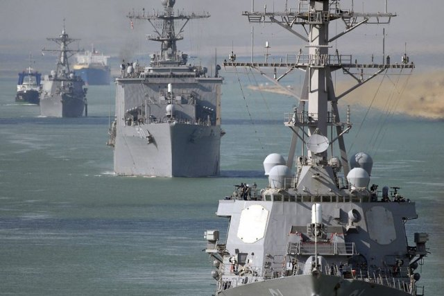 Des navires qui transitent dans le Canal de... (PHOTO Chad R. Erdmann, US NAVY/AFP)