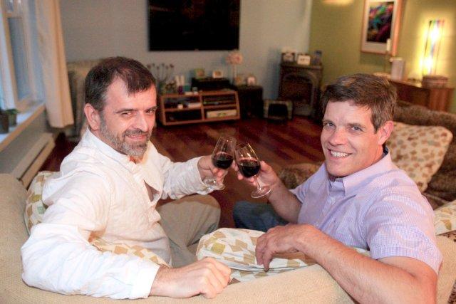 Patrick Lavallée, à gauche, et son conjoint, Arnaud... (Photo Le Soleil, Pascal Ratthé)