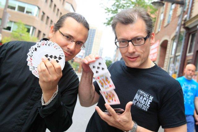 Mathieu Bich (gauche) et Stéphane Bourgoin (droite) font... (Photo Le Soleil, Pascal Ratthé)