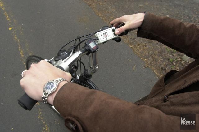 Les vélos à assistance électrique (VAE) sont équipés... (Photo archives La Presse)