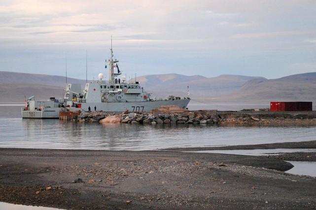 Un navire de défense côtière canadien.... (PHOTO ARCHIVES LA PRESSE CANADIENNE)