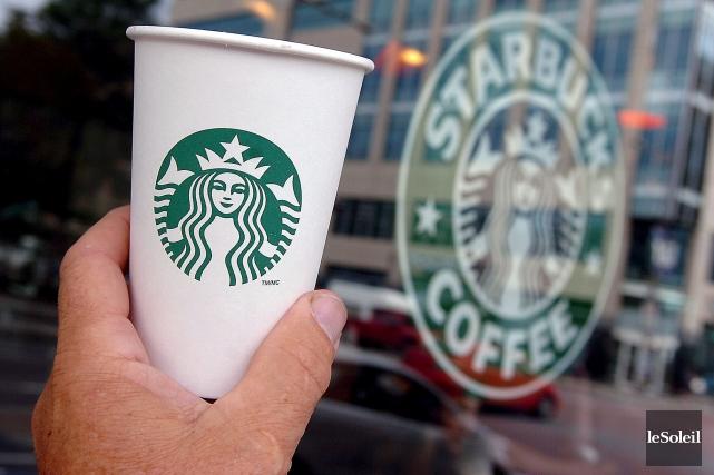 Le café Starbucks est fermé à Trois-Rivières.... (Le Soleil, Jean-Marie Villeneuve)