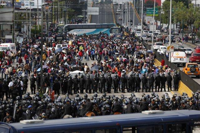 Quelque 2000 policiers ont été déployés pour permettre... (Photo Tomas Bravo, Reuters)