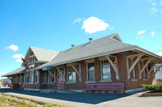 Fermeture de gares dans l 39 est du qu bec via rail for Exterieur quai gare de l est