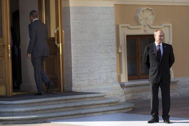 Le président américain Barack Obama entre dans le... (PHOTO Pablo Martinez Monsivais/Pool, Reuters)