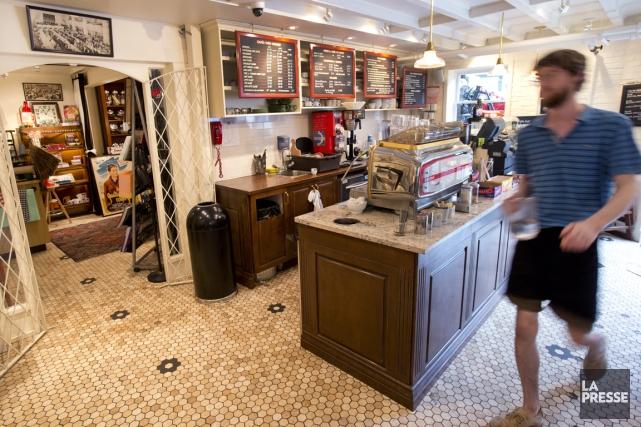 Les visiteurs ont droit aux effluves de cafés... (PHOTO ROBERT SKINNER, LA PRESSE)