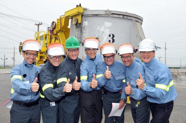 La journée d'hier marquait la première coulée d'aluminium... (Photo Rocket Lavoie)