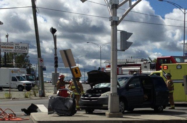 Une collision entre deux véhicules a ralenti la circulation pendant près d'une... (La Tribune, Camille Dauphinais-Pelletier)