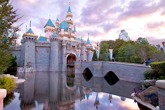 Le géant des médias et du divertissement américain Disney a annoncé lundi qu'il... (Disneyland)
