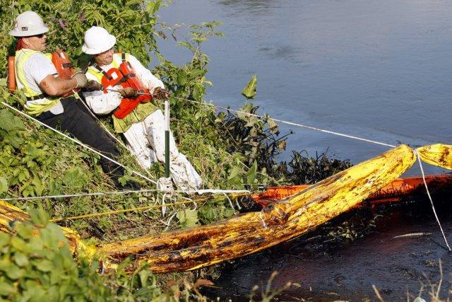Le déversement du pipelin d'Enbridge à Kalamazoo, au... (PHOTO REBECCA COOK, ARCHIVES REUTERS)