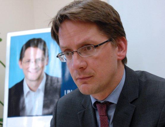 Le ministre des Affaies municipales, Sylvain Gaudreault, travaille... (Archives)