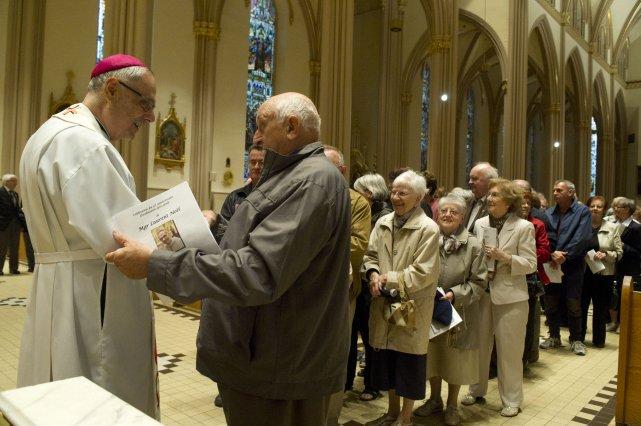 Plusieurs fidèles ont rencontré Mgr Laurent Noël après...