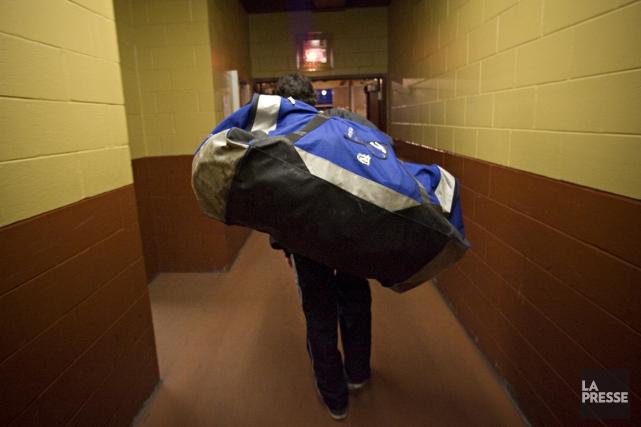 Un joueur d'un programme hockey-études retourne à son... (Photo Patrick Sanfaçon, La Presse)