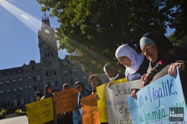 Des femmes ont manifesté mardi devant l'Assemblée nationale.... (Photo Ivanoh Demers, archives La Presse)