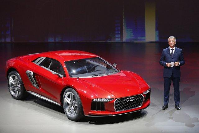 Le PDG d'Audi, Rupert Stadler, fait le présentation... (Photo Frank Augstein, AP)