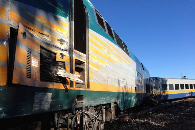 Un accident entre un train de VIA Rail... (La Presse Canadienne)
