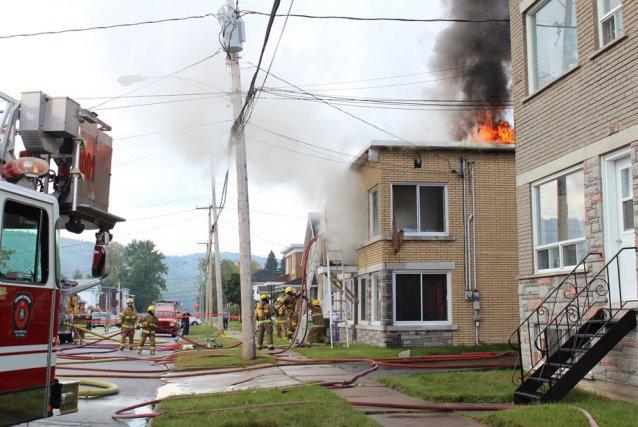 Un incendie a ravagé un immeuble à logements... (Photo: Audrey Tremblay)