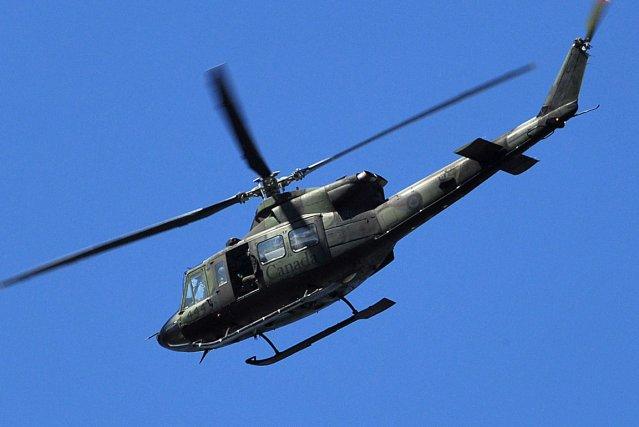 L'hélicoptère de l'armée canadienne a survolé le territoire... (Archives La Tribune)