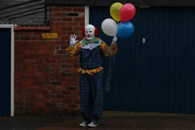 Ce clown amateur de Stephen King se tient... (Photo tirée de Facebook)