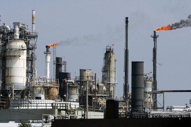 Les centrales au gaz et au charbon sont... (PHOTO ARCHIVES AFP)