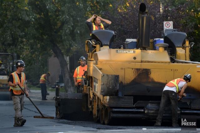 Les travailleurs présents sur le chantier ont mis... (Photo Bernard Brault, La Presse)