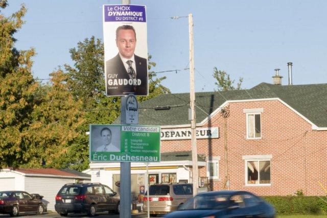 Les premières pancartes électorales ont fait leur apparition... (photo Stéphanie Mantha)