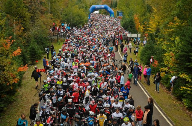 Pas moins de 2700 cyclistes étaient du départ... (François Gervais)