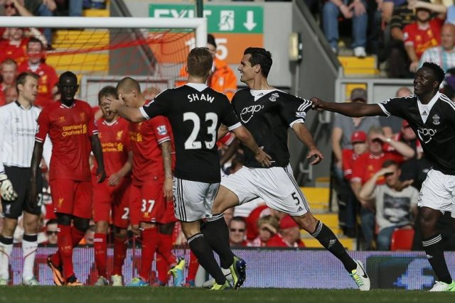 Dejan Lovren (5) a marqué le but procurant... (PHOTO PHIL NOBLE, REUTERS)