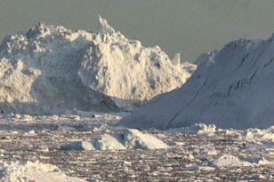 Les glaces arctiques ont moins fondu durant l'été 2013 et sont restées bien... (PHOTO ARCHIVES AGENCE FRANCE-PRESSE)