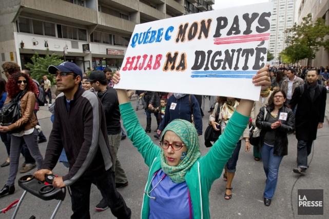 Une manifestation pour dénoncer le projet de Charte... (PHOTO ROBERT SKINNER, archives LA PRESSE)