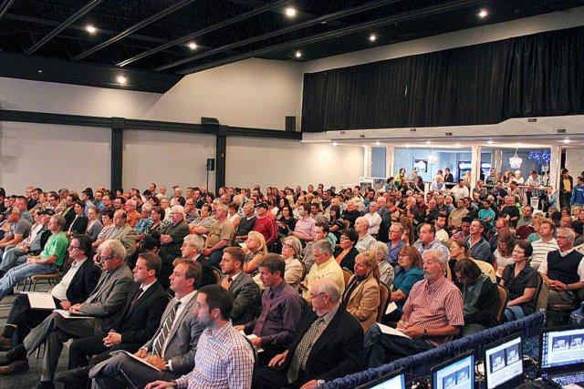 Environ 450 personnes ont assisté mardi soir à... (Photo Fanny Lévesque, Collaboration spéciale)