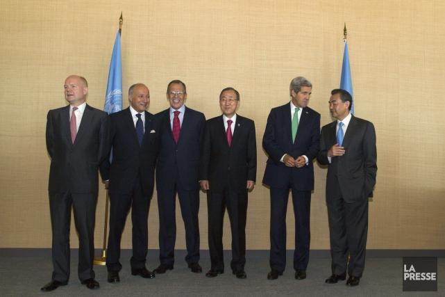 Ban Ki-moon réuni avec les cinq représentants des... (Photo Brendan McDermid, archives Reuters)