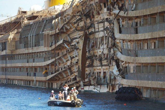Des restes humains trouv s proximit de l 39 pave du for Titanic epave interieur
