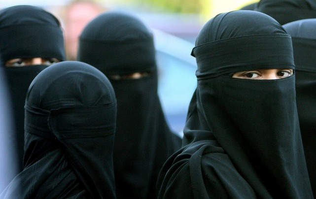 Musulmanes portant le niqad... (AP, Dave Thompson)