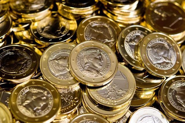 Vers 5h30 (heure de Montréal), la monnaie unique... (PHOTO DANIEL BOCKWOLDT, AP)