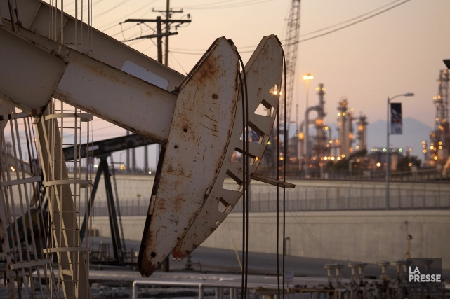 Le baril de «light sweet crude» (WTI) pour... (PHOTO DAVID MCNEW, ARCHIVES REUTERS)