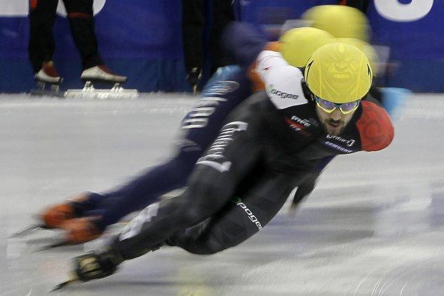 Charles Hamelin mène présentement le classement général de... (PHOTO REUTERS)