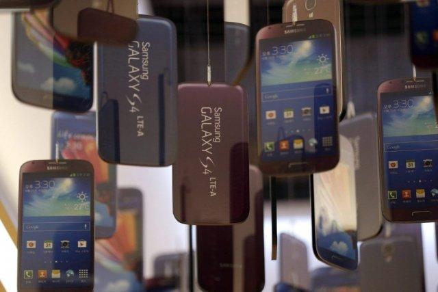 Les patrons des groupes américain Apple et sud-coréen Samsung, qui se livrent... (Photo Lee Jin-man, AP)