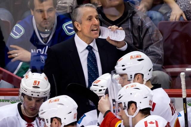 Congédié mardi par les Flames, Bob Hartleyveut poursuivre... (Archives La Presse Canadienne)