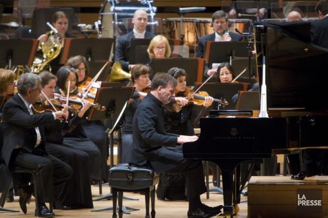 Le pianiste Stephen Hough jouant Mendelssohn avec l'OSM... (Photo: André Pichette, La Presse)