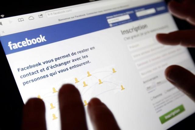 Facebook, qui compte plus d'un milliard d'utilisateurs, est... (Photo Archives Reuters)