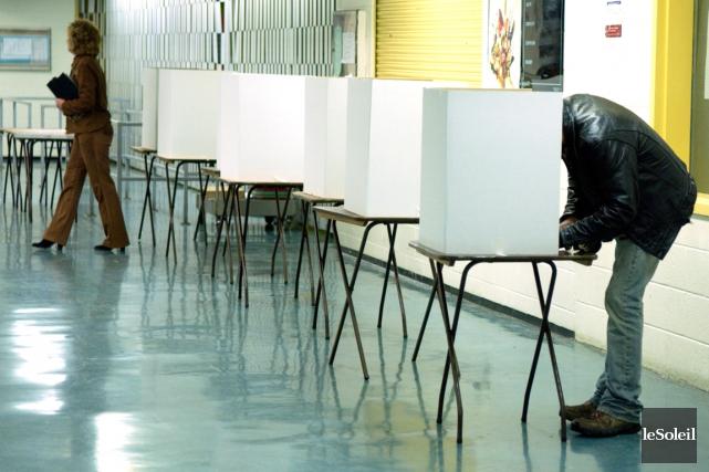 Notre mode de scrutin majoritaire fait en sorte que les partis travaillent à... (Photothèque Le Soleil)