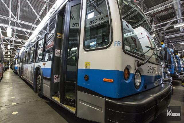 Quelque 865 autobus de la STM sont frappés... (Photo Olivier Pontbriand, archives La Presse)
