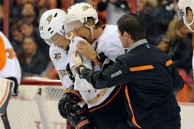 Teemu Selanne a perdu au moins quatre dents... (Photo Eric Hartline, USA Today)