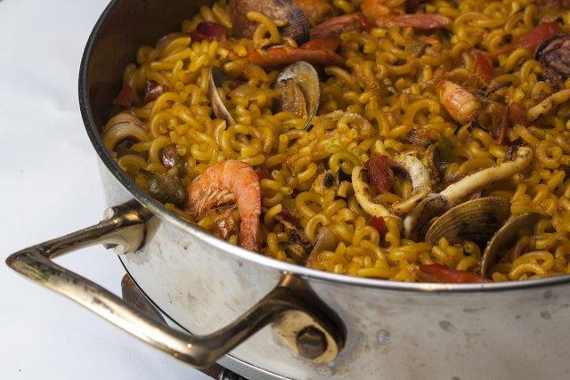 Fideua, spécialité catalane (Espagne)... (Photo Shutterstock.com/somor)