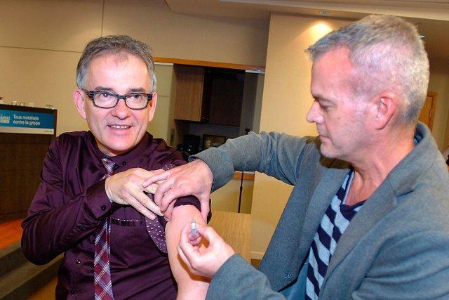 À défaut de la vaccination obligatoire, le ministre... (Le Soleil, Jean-Marie Villeneuve)